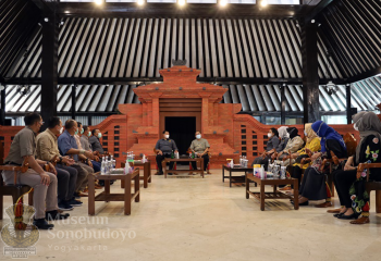 Mr. Yudo Margono's Visiting Sonobudoyo Museum